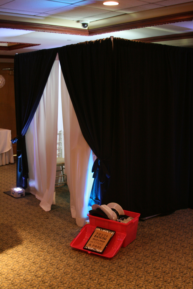 Photo Booth | Golden Note Entertainmen